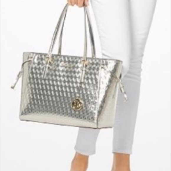 815bd9929627 Large Michael Kors Champagne Voyager tote